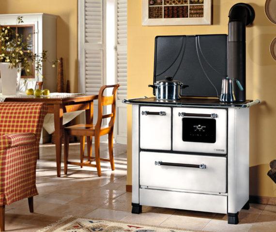Cocina de leña La Nórdica, de alta calidad y rendimiento. También integrable entre los muebles de la cocina y encimera