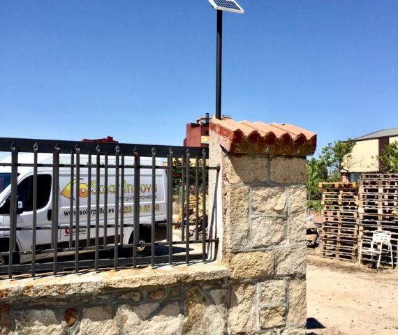 Puerta corredera solar fotovoltaica