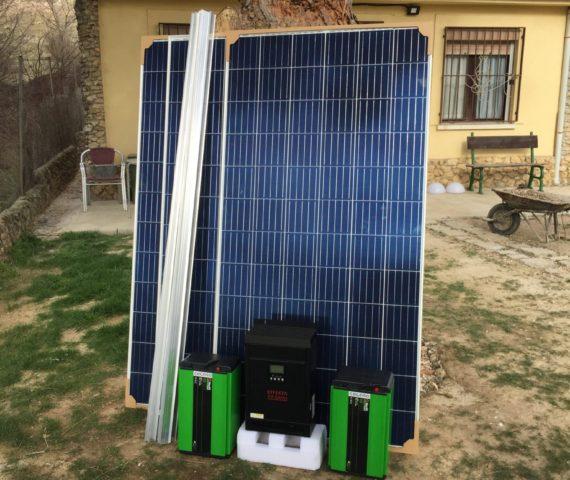 Kit solar fotovoltaico con baterías de lítio Cegasa e inversor solar con mppt